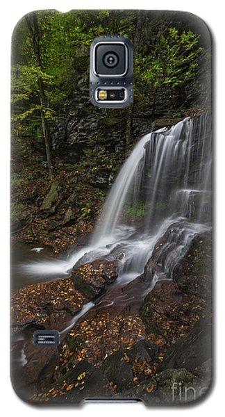 Galaxy S5 Case featuring the photograph B Reynolds Falls by Roman Kurywczak