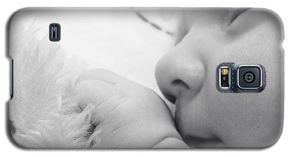 Baby Sleeping With Teddy Bear Galaxy S5 Case by Tracie Kaska