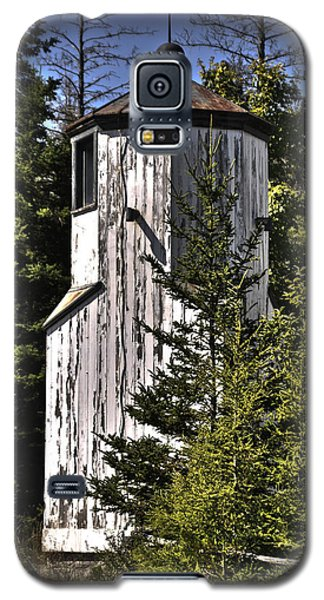 Galaxy S5 Case featuring the photograph Baileys Harbor Range Lighthouse by Deborah Klubertanz