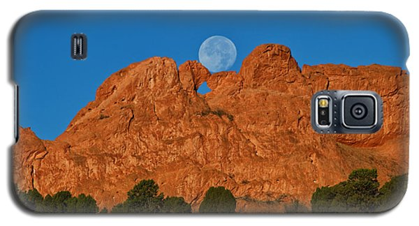 Galaxy S5 Case featuring the photograph Balancing Act by Ronda Kimbrow