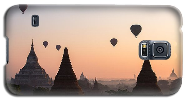 Religious Galaxy S5 Case - Ballons Over The Temples Of Bagan At Sunrise - Myanmar by Matteo Colombo