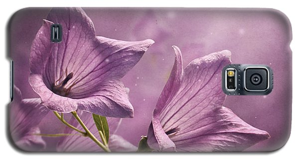 Galaxy S5 Case featuring the photograph Balloon Flowers by Ann Lauwers