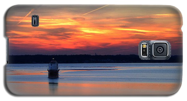 Galaxy S5 Case featuring the photograph Baltimore Light At Gibson Island by Bill Swartwout