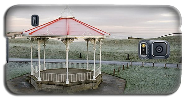 Galaxy S5 Case featuring the photograph Bandstand In Winter by Jeremy Voisey