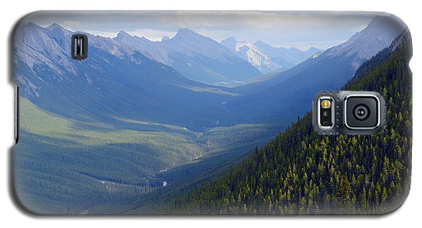 Galaxy S5 Case featuring the photograph Banff by Yue Wang
