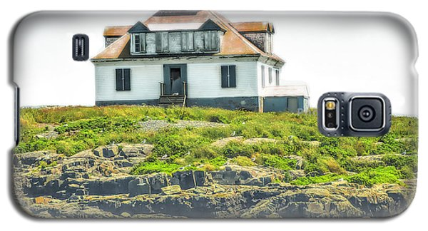 Galaxy S5 Case featuring the photograph Bar Harbor Lighthouse by Raymond Earley