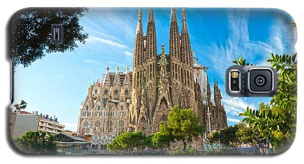 Barcelona - La Sagrada Familia Galaxy S5 Case by Luciano Mortula