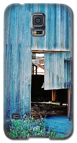 Galaxy S5 Case featuring the photograph Barn Door... Monroe Co. Michigan by Daniel Thompson