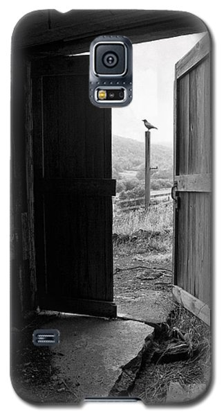 Barn Door - View From Within - Old Barn Picture Galaxy S5 Case