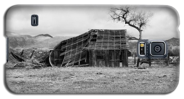 Galaxy S5 Case featuring the photograph Barn In The Spring Sierras by Hugh Smith