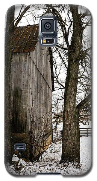 Barn In Winter Galaxy S5 Case by Donald Fink