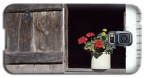 Galaxy S5 Case featuring the photograph Barn Window Flowers by Alan L Graham