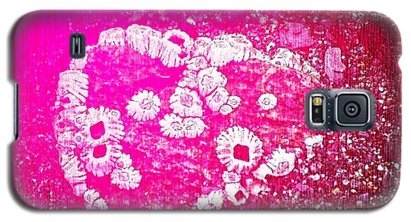 Galaxy S5 Case featuring the photograph Barnacle Heart by Cynthia Lagoudakis