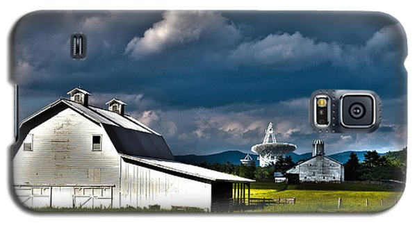 Barns And Radio Telescopes Galaxy S5 Case