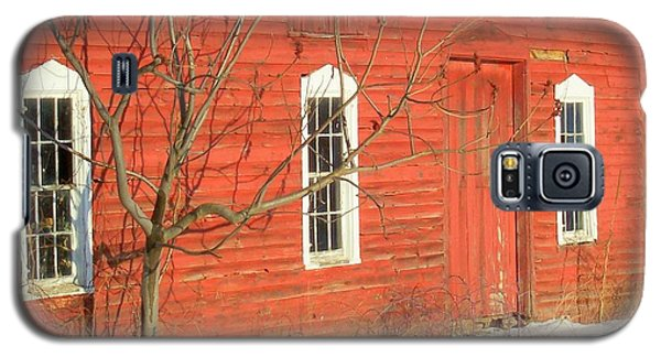 Galaxy S5 Case featuring the photograph Barnwall In Winter by Rodney Lee Williams