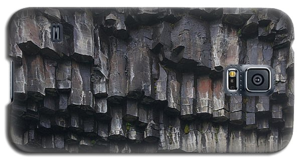 basaltic columns of Svartifoss Iceland Galaxy S5 Case by Rudi Prott