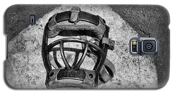 Baseball Catchers Mask Vintage In Black And White Galaxy S5 Case by Paul Ward