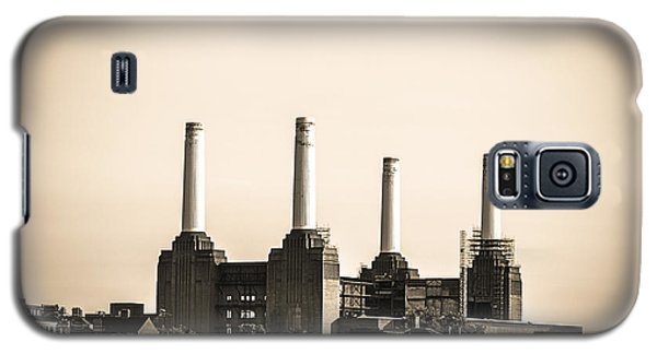 Battersea Power Station With Train Tracks Galaxy S5 Case