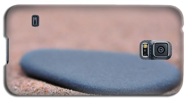 Beach Stone At Park Point Minnesota Galaxy S5 Case by Todd Soderstrom