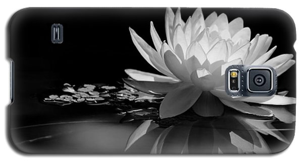 Beautiful Water Lily Reflections Galaxy S5 Case