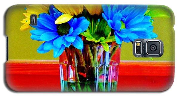 Beauty In A Vase Galaxy S5 Case by Cynthia Guinn