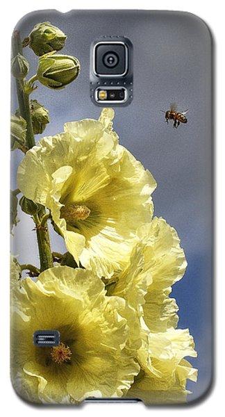 Bee Approaching Galaxy S5 Case