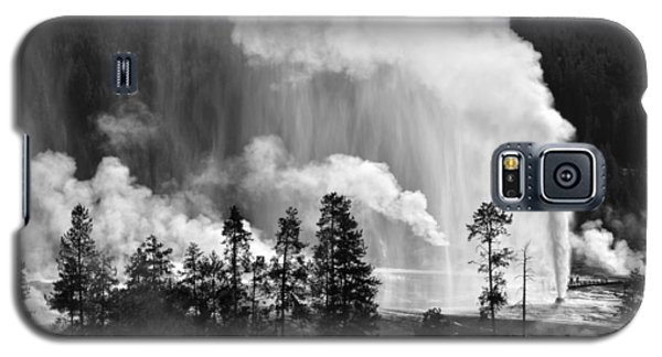 Beehive Geyser Shower In Black And White Galaxy S5 Case