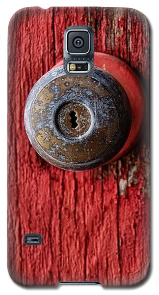 Behind The Red Door Galaxy S5 Case by Tom Druin