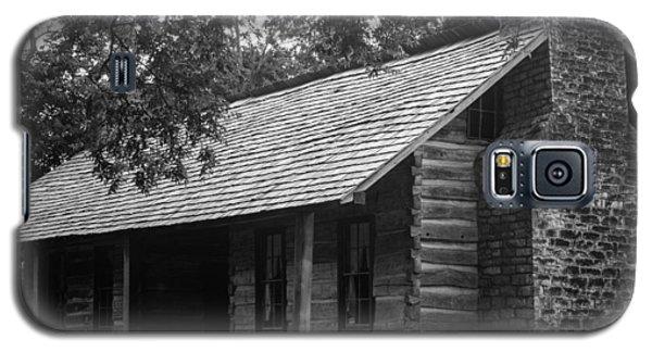 Galaxy S5 Case featuring the photograph Belle Meade Log Cabin by Robert Hebert