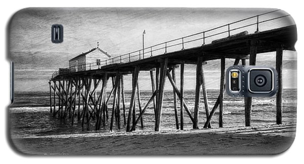 Galaxy S5 Case featuring the photograph Belmar Fishing Pier In Black And White by Debra Fedchin