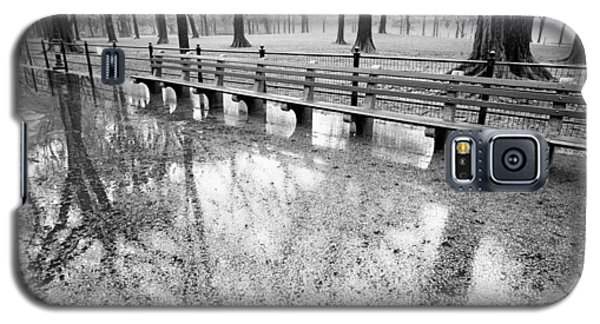 Galaxy S5 Case featuring the photograph Benches Reflection Poets Walk by Dave Beckerman