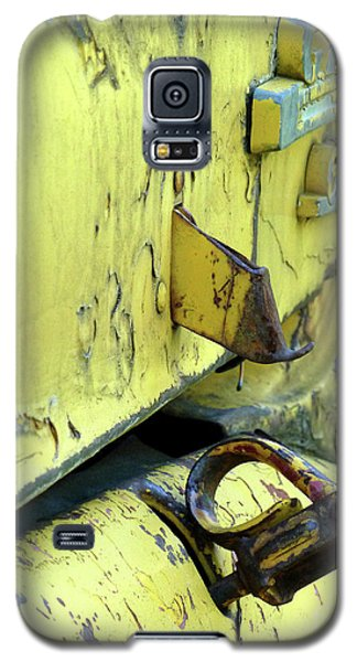 Galaxy S5 Case featuring the photograph Bent by Newel Hunter