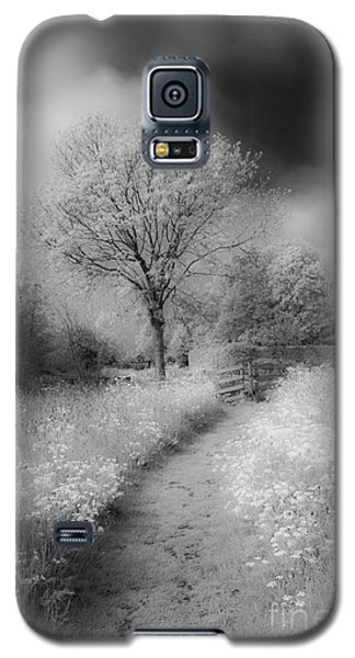 Between Black And White-23 Galaxy S5 Case