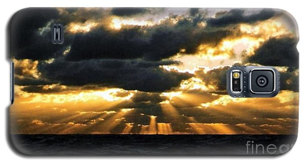 Galaxy S5 Case featuring the photograph Crespuscular Biblical Rays At Dusk In The Gulf Of Mexico by Michael Hoard