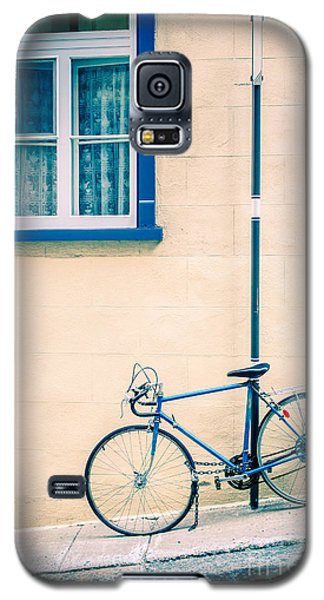 Bicycle Galaxy S5 Case - Bicycle On The Streets Of Old Quebec City by Edward Fielding