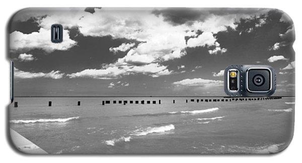 Big Lake Clouds Black White Galaxy S5 Case