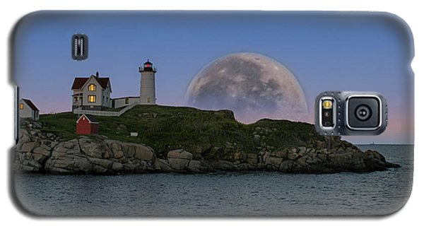 Big Moon Over Nubble Lighthouse Galaxy S5 Case
