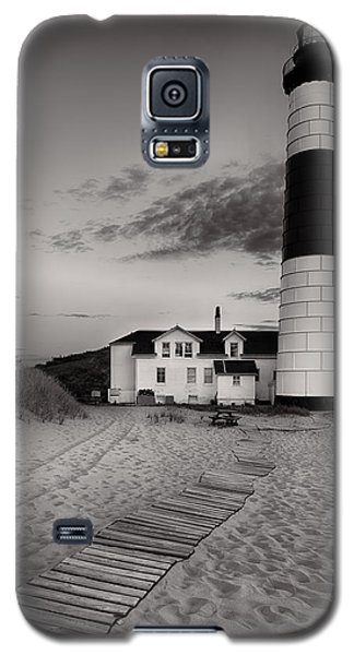 Big Sable Point Lighthouse In Black And White Galaxy S5 Case by Sebastian Musial
