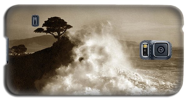 Big Wave Hitting The Lone Cypress Tree Pebble Beach California 1916 Galaxy S5 Case