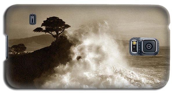 Big Wave Hitting The Lone Cypress Tree Pebble Beach California 1916 Galaxy S5 Case