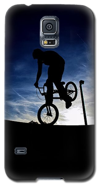 Galaxy S5 Case featuring the photograph Bike Silhouette by Joel Loftus
