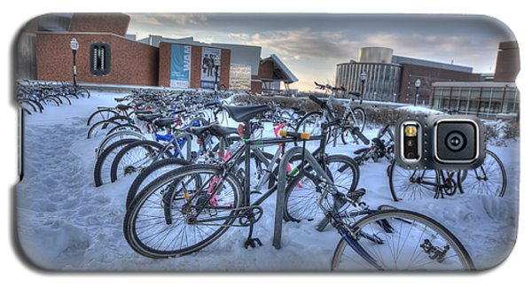 Bikes At University Of Minnesota  Galaxy S5 Case by Amanda Stadther