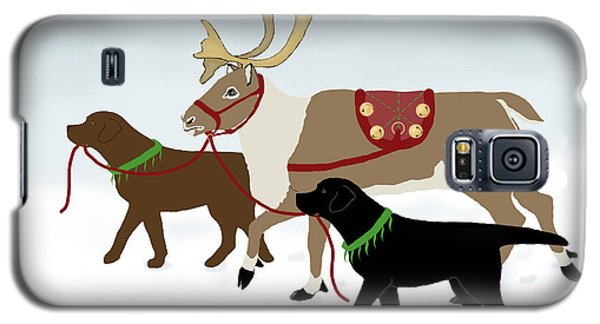 Black And Chocolate Labs Lead Reindeer Galaxy S5 Case