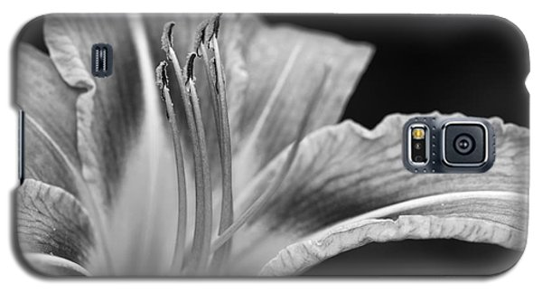 Black And White Daylily Flower Galaxy S5 Case