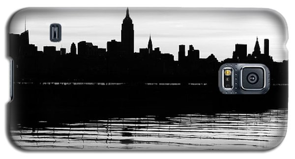Galaxy S5 Case featuring the photograph Black And White Nyc Morning Reflections by Lilliana Mendez