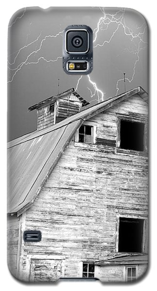 Black And White Old Barn Lightning Strikes Galaxy S5 Case