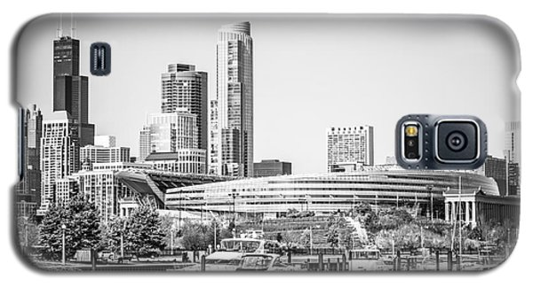 Black And White Picture Of Chicago Skyline Galaxy S5 Case by Paul Velgos