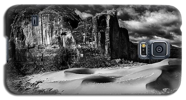 Black And White Sands At Monument Valley Galaxy S5 Case