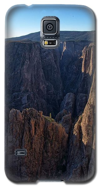 Galaxy S5 Case featuring the photograph Black Canyon Into The Deep Hdr by Eric Rundle