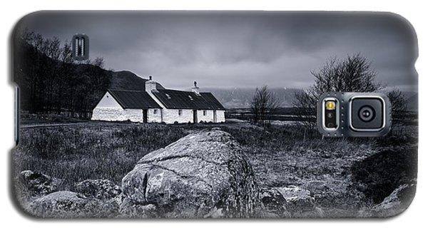 Black Rock Cottage - Glencoe Galaxy S5 Case by Stephen Taylor
